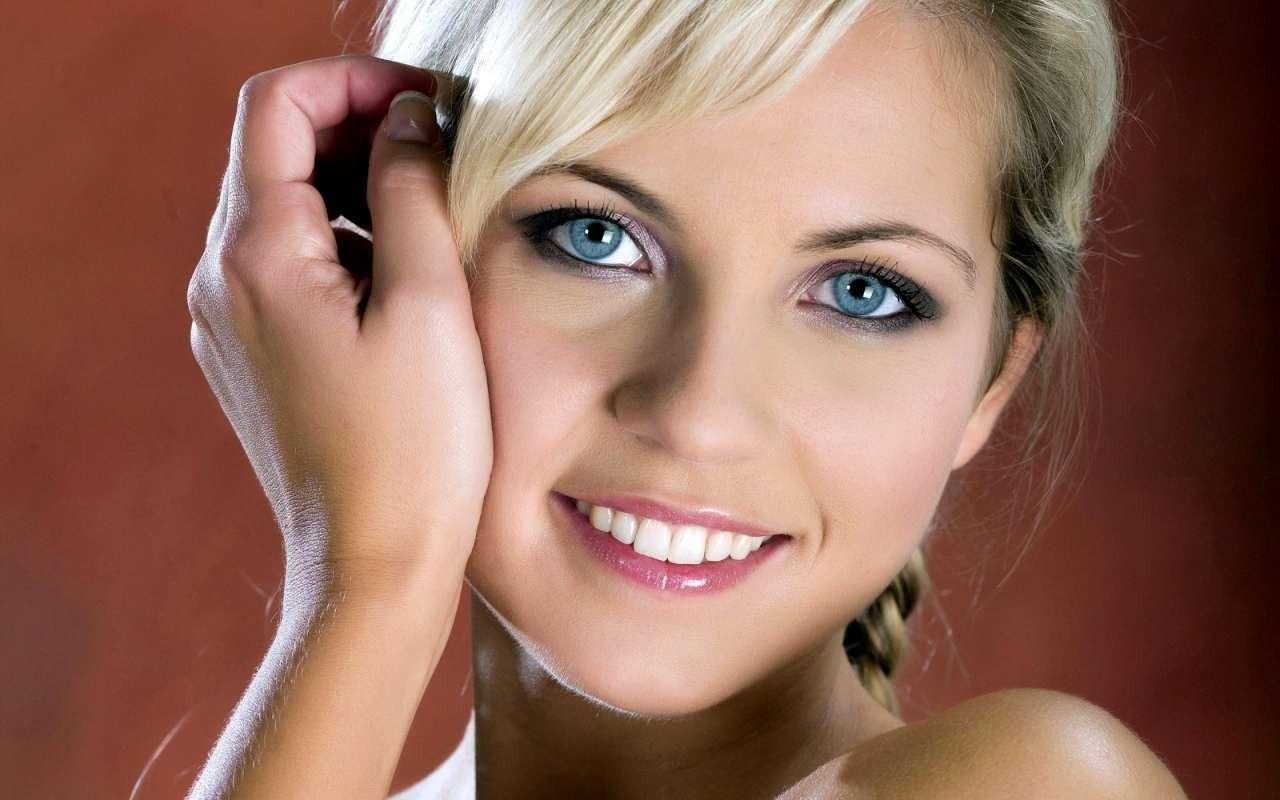 Макияж для блондинок: техники нанесения, стили, особенности создания образа